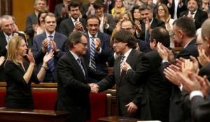 Puigdemont y Mas_aplaudidos