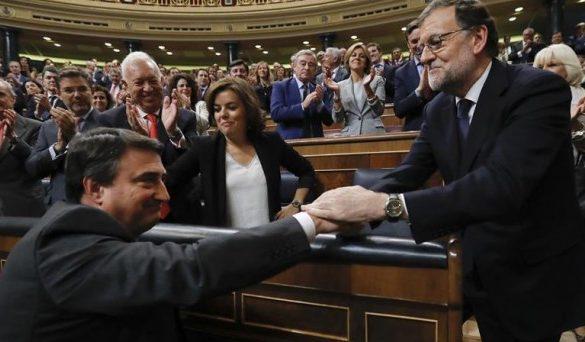 Rajoy compra apoyos a 500 MM € por diputado