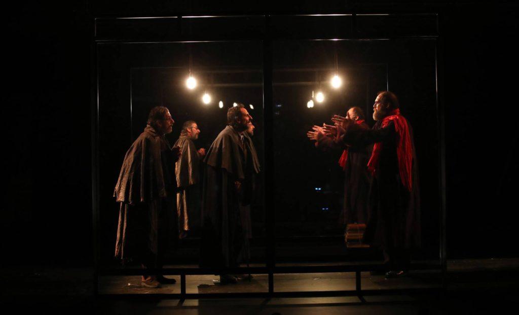 Luces de Bohemia, crítica teatral