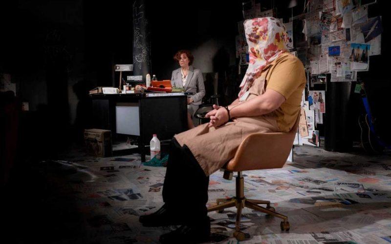 Hombres que escriben en habitaciones pequeñas, crítica teatral