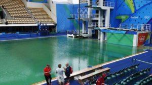 piscina_saltos_verde