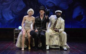 Tres sombreros de copa, crítica teatral
