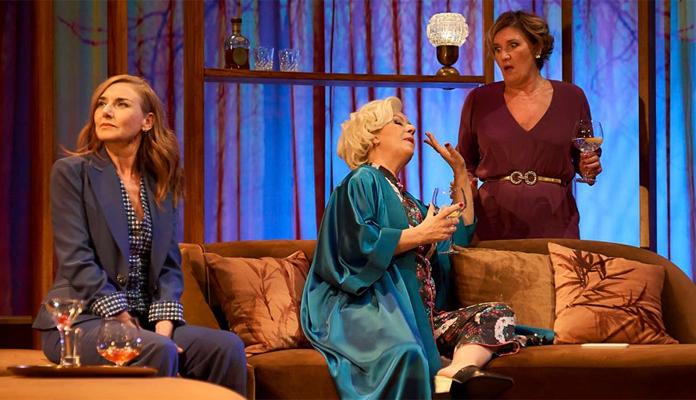Las Bárbaras, crítica teatral
