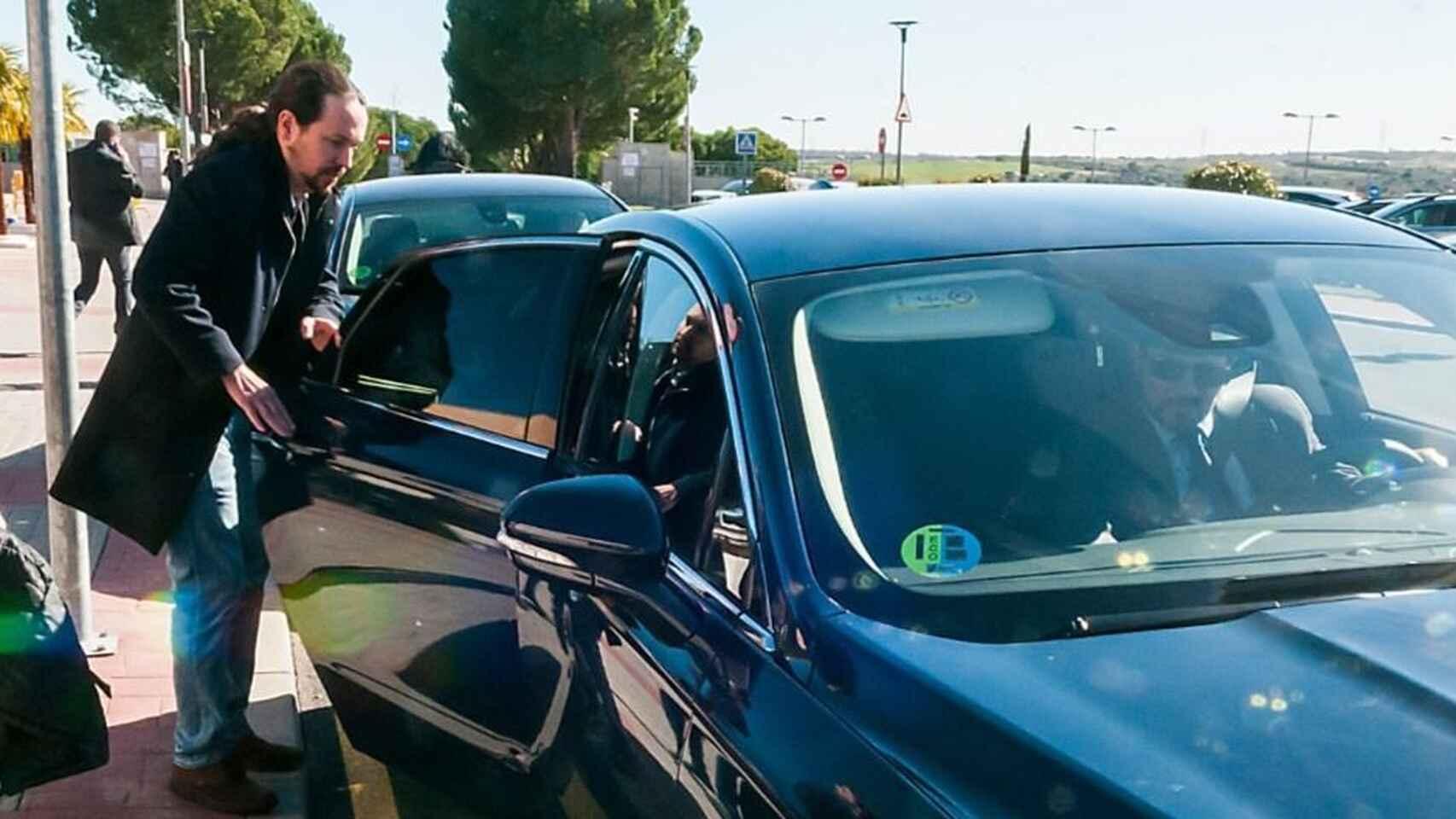 en el coche oficial