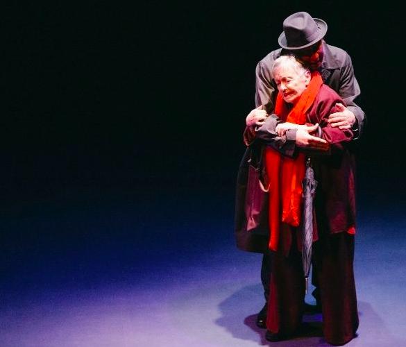 El Abrazo, crítica teatral