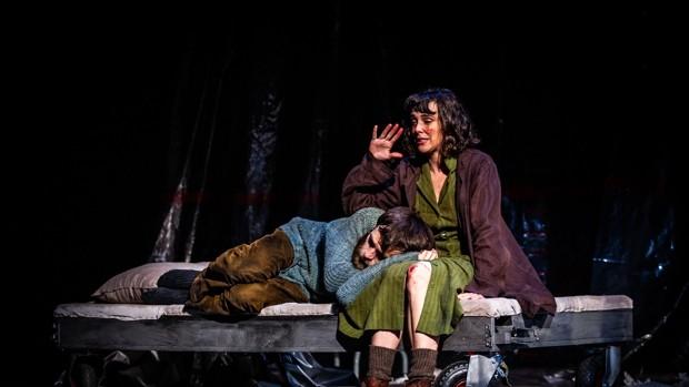 El hombre almohada, crítica teatral