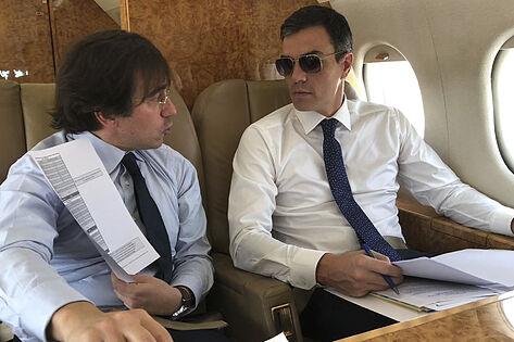 Pedro Sánchez y el motorista