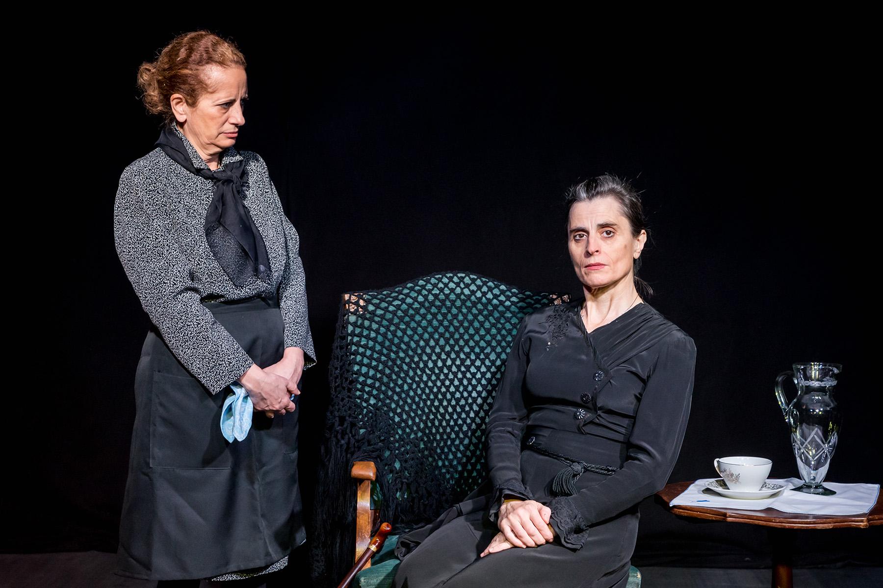 Bernarda y Poncia, crítica teatral
